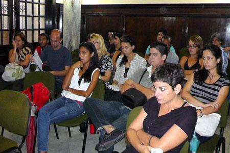 Público asistente al conversatorio