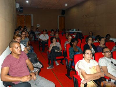 Talleristas y público asistente a la conferencia