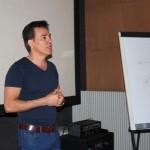 El director de cine Ernesto Fundora durante las sesiones del taller