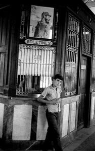 Terminal de trenes, Caibarién, 1969, del libro El cubano se ofrece. Cortesía Grethell Morel