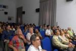 Fabian García (diseñador de Circuito Líquido), los escritores Antón Arrufat y Reinaldo González, Lesbia V. Dumois (artista perteneciente a la Uneac), Rafael Acosta (crítico de fotografía), participantes en el seminario y una representación de diversas cancillerías